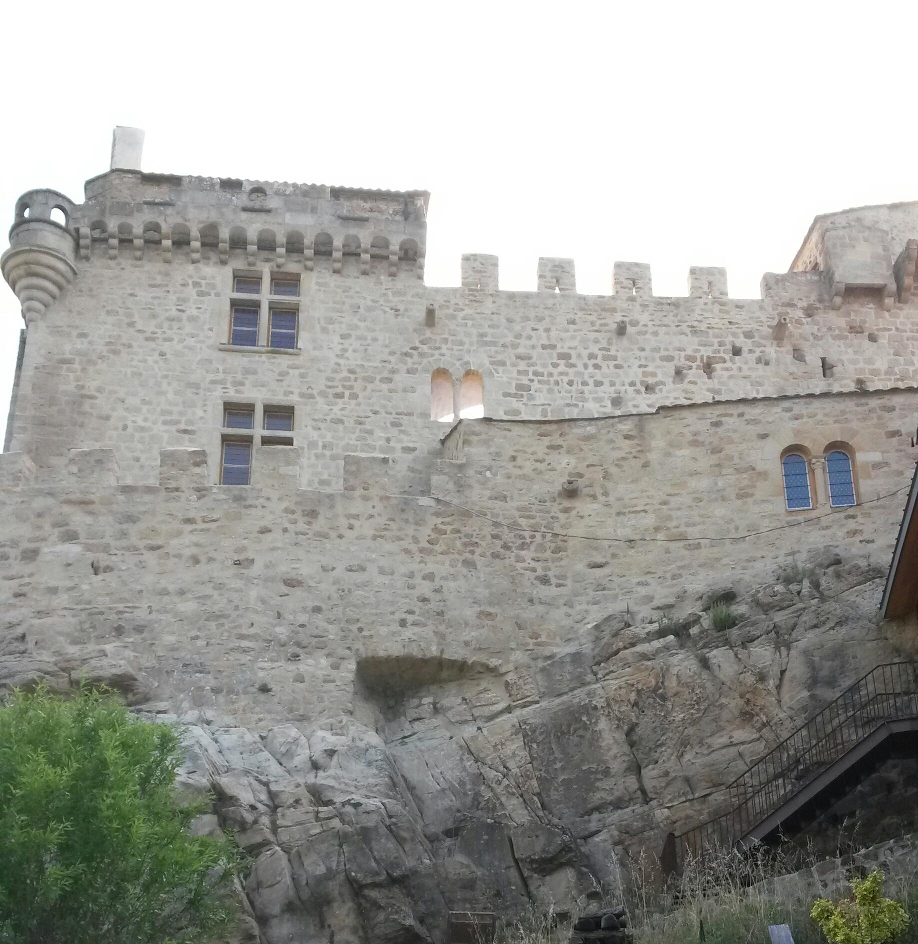 Château et hameau médiéval de Dio